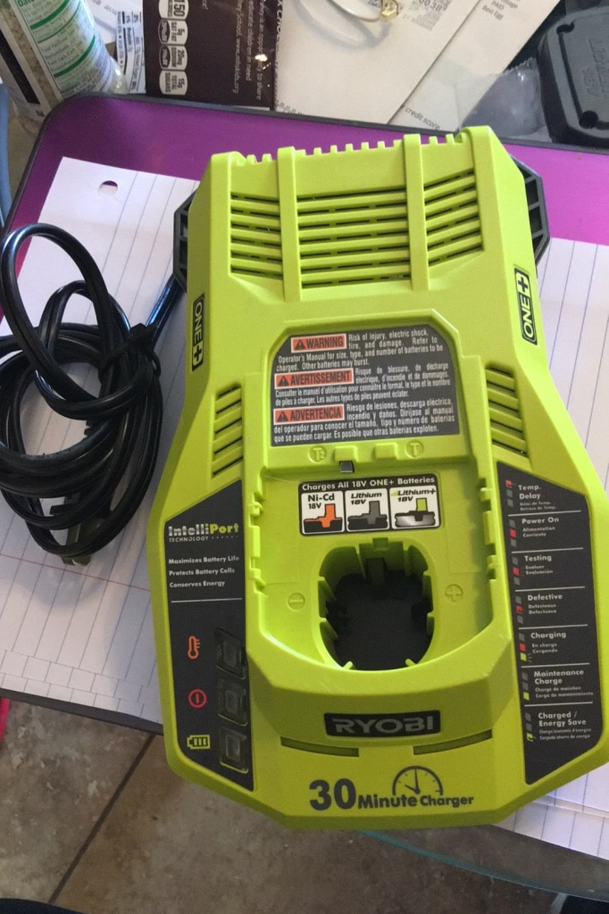 Photo Ryobi 18V Lithium Battery Charger