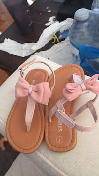 Size 7 sandal for 2 year old girl in very good condition Toronto, M3M 2H2