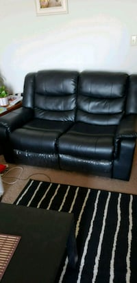 Leather recliner couch Toronto, M1W 3G4