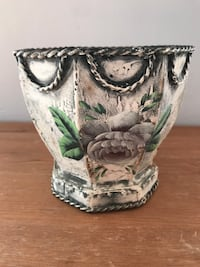 Small Shabby Chic/French Country Metal planter w/Liner Hagerstown, 21742