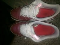 pair of white-and-red Nike sneakers Des Moines, 50315