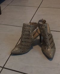 Gold heels size 11 North Lauderdale, 33068