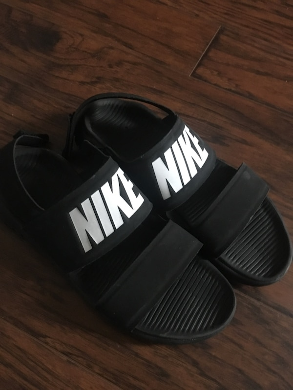 066e467f98b809 Used Nike jandals for sale in Saginaw - letgo