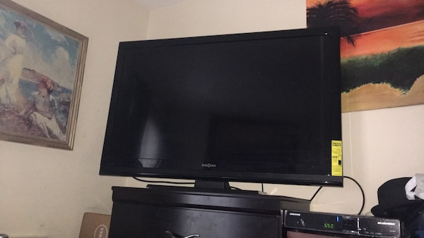 black Vizio flat screen TV