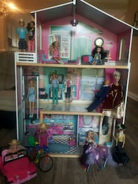 Doll house with Elevator and Barbies Included!! St. Catharines, L2N