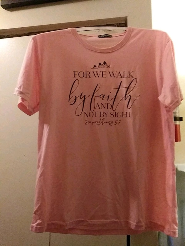 pink and black crew neck shirt 0b419f1f-64c5-4fdc-be98-500f033d4a73