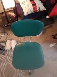 Antique green office chair Victoria, V8T 3Y9