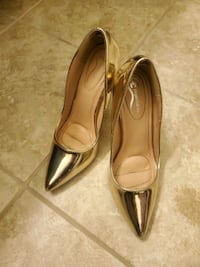 Womens heels-metalic gold size 7