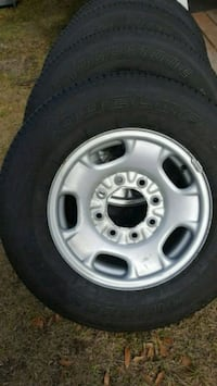 Set of 8 lug rim and tires 255 70 17