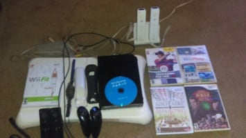 Wii complete PKG 4 controllers etc