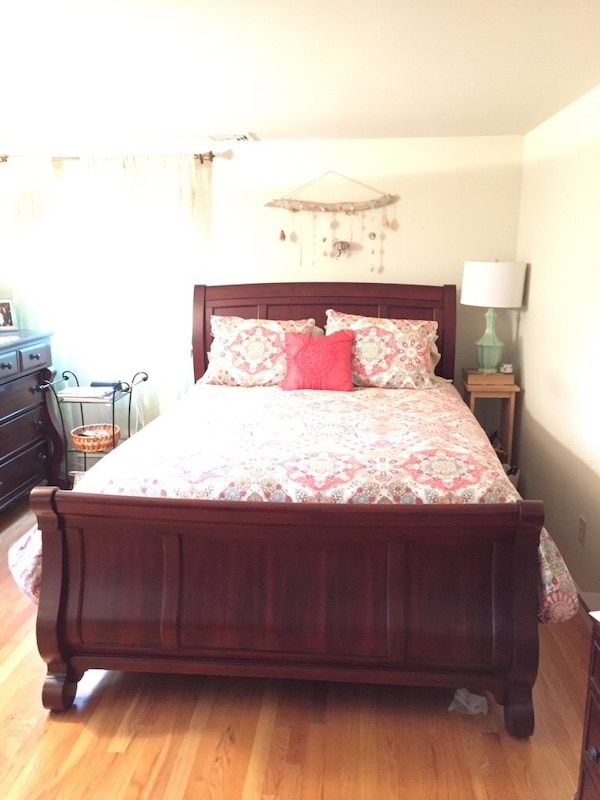 Used Quality Solid Queen Sleigh Bed Vaughan Furniture Cherry Wood 6 Years Old For In Hopewell Junction Letgo
