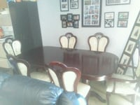 Dining room table and chairs Hamilton, L9A 5A6