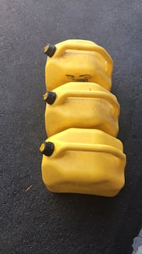 Fuel cans (3) for diesel