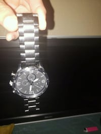 Round guess watch for men or women 1156 mi