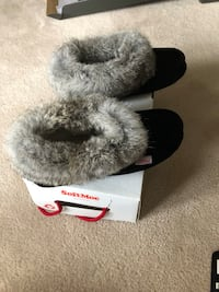 Ladies NEW size 7 moccasins.    Mississauga, L5R 4G2