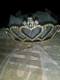 # vintage Tiara and veil with clear rhinestones Manvel, 77578