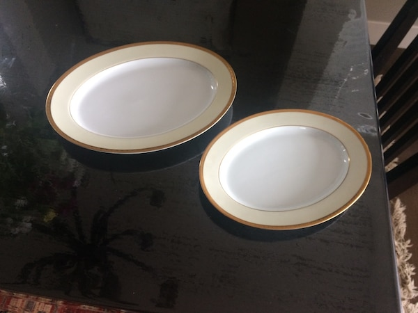 Simple and beautiful china set accded88-bb50-4b99-bdd6-876e947d975d