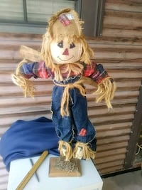 14 in scarecrow with stand Pembroke, 31321