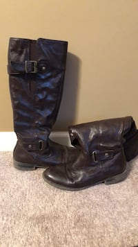 pair of black leather boots Temple, 30179