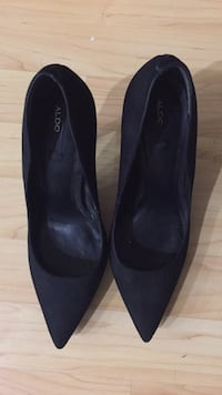 Pair of black suede heeled shoes Mililani, 96789