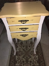 Bedside or End Table Winfield, 60190