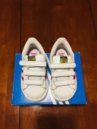 pair of white-and-blue low top sneakers Toronto, M3H