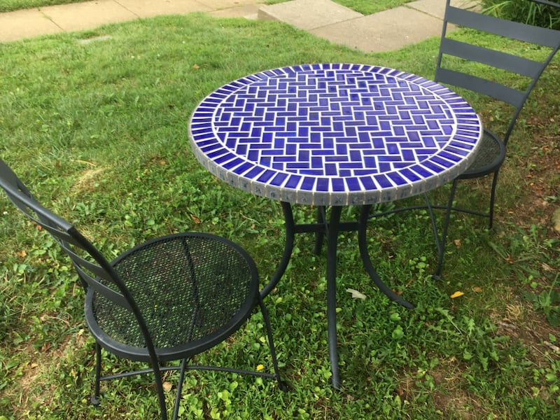 Outdoor table with 2 chars 261bbd08-1df6-4950-b8f0-598b67e804f9