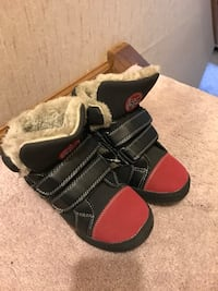 Pair of black-and-red boots with fur Omaha, 68144