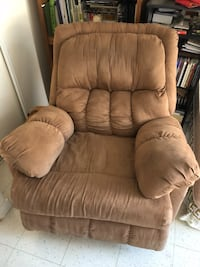 brown leather recliner sofa chair Торонто, M5R 2R8