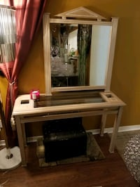 Mirror with console table $80 Mississauga, L5K 2C8