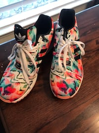 white-and-red floral low top sneakers Carrollton, 75006