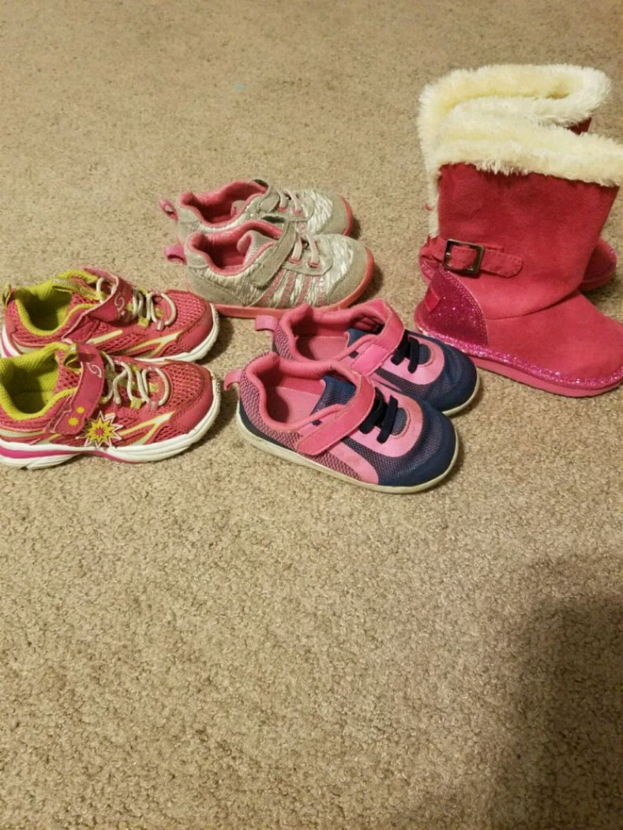 Photo Toddler girl shoes and boots size 6