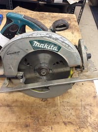 Makita circular saw power tool 5007 MG. used .