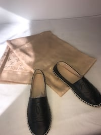 pair of black leather loafers Montréal, H4N 1S6