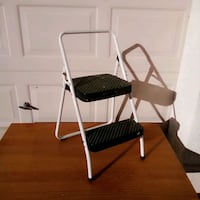 Costco 2 Step Folding Ladder Rubber feet in great condition Las Vegas, 89183