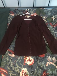 Very lightly used Plum French Connection Button Top- Size XS 535 km