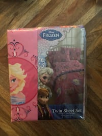 Disney frozen elsa and anna doll in box Paramount, 90723
