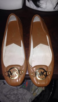 pair of brown leather flats 39 km