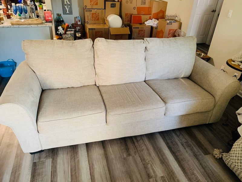 Ashley Furniture 9' three seater couch great condition 560ee245-4b2a-407b-94bf-1409c96970e5
