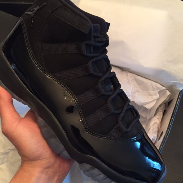"JORDAN 11 RETRO ""CAP AND GOWN"" -SZ.9.5"