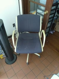 black and gray rolling armchair Norfolk, 23518