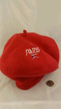 FRENCH FASION BERET. Reading