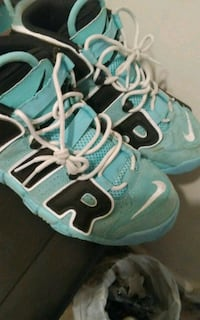White and teal Nike air shoes size 7 Oak Grove, 42262