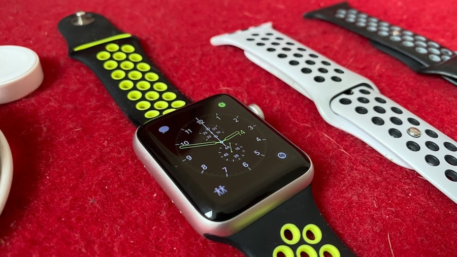 Apple Watch 3 Nike Series (42 mm) + 2 Kordon e5be9095-a3eb-4c2d-ad5c-80012ca03f02