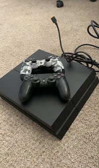 PS4 with 2 controllers and a game  Windsor Mill, 21244