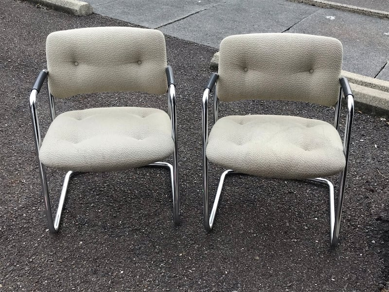 CHAIRS, 2 OFFICE CHAIRS, GOOD CONDITION, VERY STUR b2c79432-4d07-49cd-85c7-ebf868b7097e