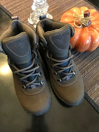 Columbia women's hiking boots size 7 like new
