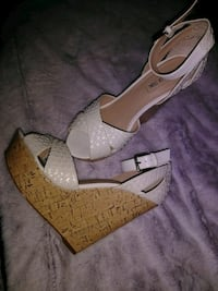 Size 9 white wedges Pooler, 31322