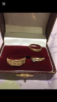 A set of wedding ring 10k brand new  size 9 men and 6 for women  Mississauga, L5H 2W8