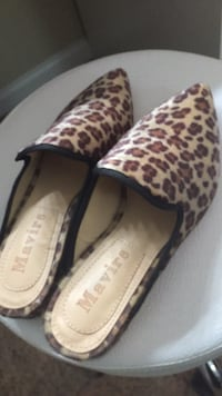 pair of brown leopard print leather heeled shoes Alexandria, 22310